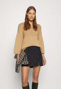 Abercrombie & Fitch - PLAID MINI SKIRT - Mini skirt - black - 3