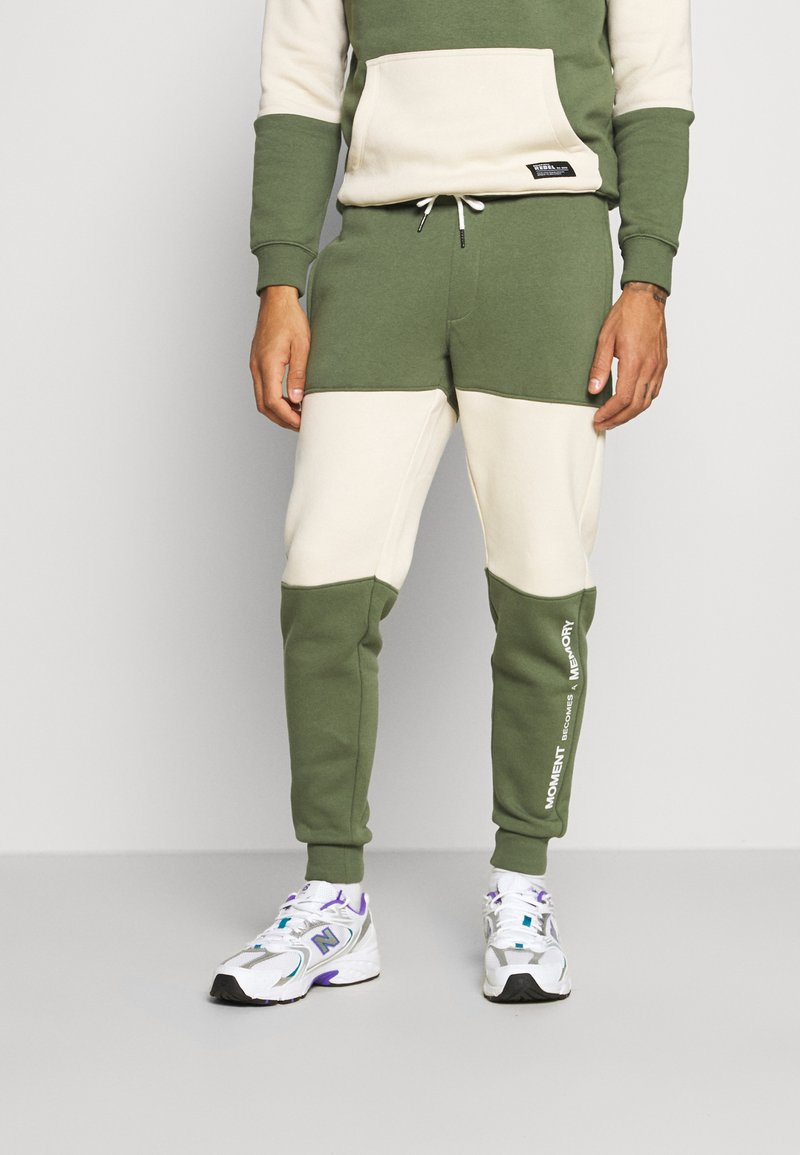 Redefined Rebel - DAWSON  - Tracksuit bottoms - thyme