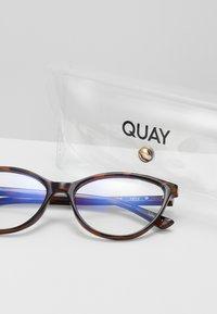 QUAY AUSTRALIA - PLEASE ADVISE BLUE LIGHT - Sunglasses - brown - 1