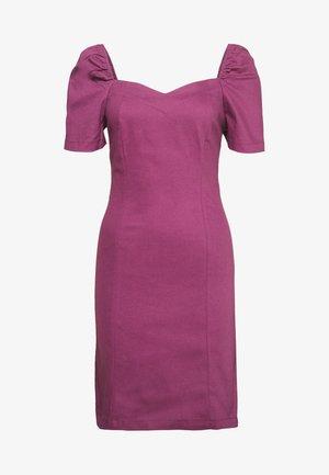 Pouzdrové šaty - plum
