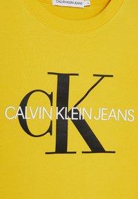 Calvin Klein Jeans - MONOGRAM LOGO UNISEX - Collegepaita - yellow - 2