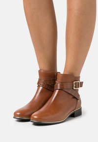 New Look - ELLE - Classic ankle boots - tan - 0