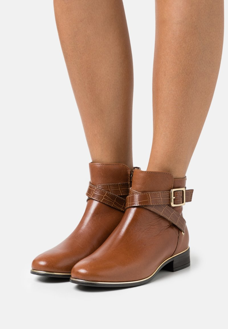 New Look - ELLE - Classic ankle boots - tan