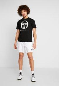 sergio tacchini - IBERIS  - Print T-shirt - black/white - 1
