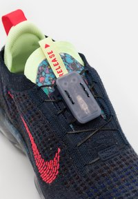 Nike Sportswear - AIR VAPORMAX 2020 FK - Trainers - obsidian/siren red/barely volt - 5
