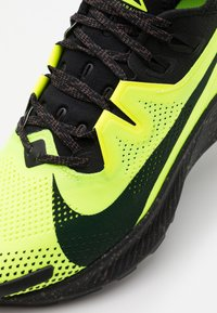Nike Performance - PEGASUS TRAIL - Obuwie do biegania Szlak - volt/black/baroque brown - 5