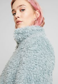 Vero Moda - VMVIRIGINIATEDDY HIGH NECK - Zimní bunda - slate - 4