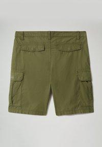 Napapijri - N-ICE CARGO - Shorts - green cypress - 7