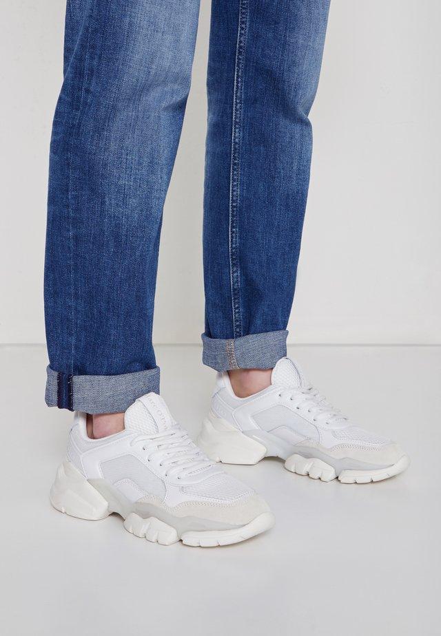 JULIA - Sneakersy niskie - white