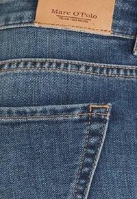 Marc O'Polo - TROUSER MID WAIST - Straight leg jeans - blue denim - 6