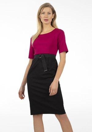 Shift dress - magenta-schwarz