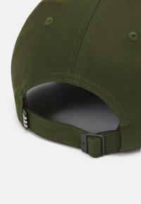 adidas Originals - BASEB CLASS UNISEX - Cap - wild pine - 3