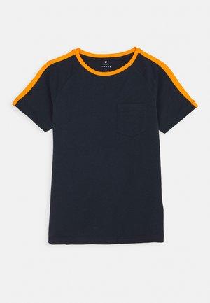 NKMVASTI - Print T-shirt - dark sapphire