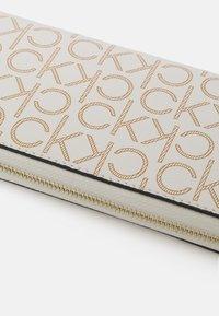 Calvin Klein - WALLET MONOGRAM - Peněženka - white - 4