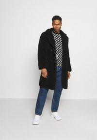Calvin Klein Jeans - DIAGONAL TEE - Triko spotiskem - black - 1