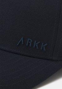 ARKK Copenhagen - CLASSIC BASEBALL UNISEX - Cap - midnight - 4