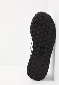 adidas Originals - FOREST GROVE - Sneakers basse - collegiate navy/cloud white/core black - 4