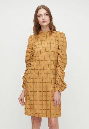 YASANISE - Korte jurk - golden yellow