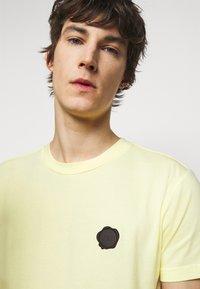 Viktor&Rolf - SEAL  - Print T-shirt - yellow - 3