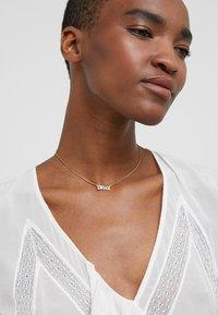 DKNY - PAVE LOGO PENDANT  - Necklace - gold-coloured - 1