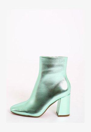 Sandály na vysokém podpatku - grün