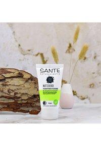 Sante - MATTIFYING MOISTURISING CREAM ORGANIC GRAPEFRUIT & EVERMAT - Face cream - - - 2