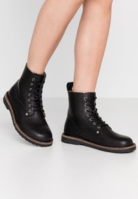 Birkenstock - BRYSON - Lace-up ankle boots - black - 0