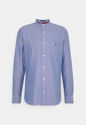 SLIM BRUSHED BAND COLLAR - Košile - college blue