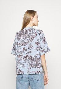 Monki - T-shirts med print - blue - 2