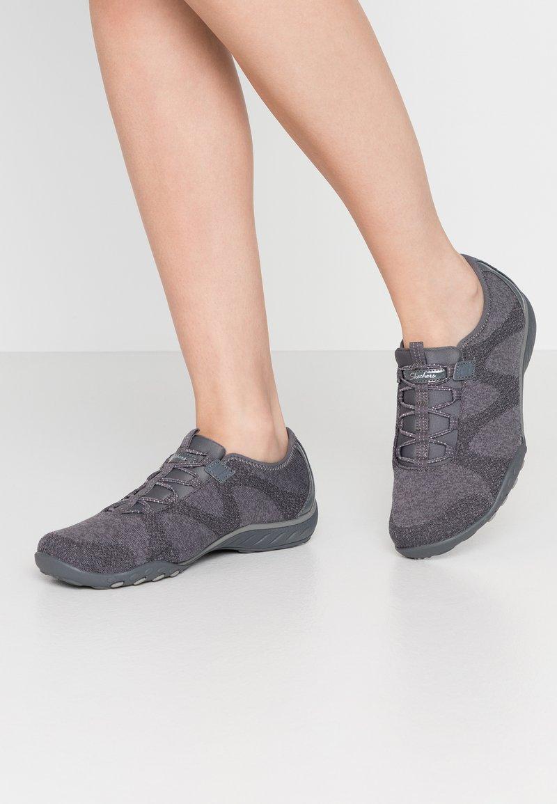 Skechers Wide Fit - BREATHE-EASY - Zapatillas - charcoal/gray