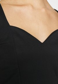 Even&Odd - SWEETHEART NECKLINE SLEEVELESS CROP - Toppi - black - 4