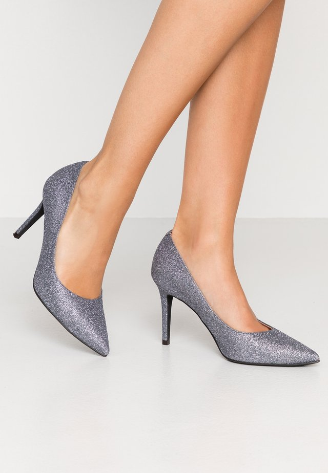 High heels - brillo peltre