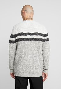 Only & Sons - ONSLAZLO STRIPED CREW NECK - Sweter - cloud dancer - 2