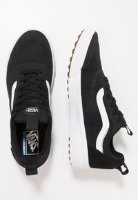 Vans - UA ULTRARANGE RAPIDWELD - Trainers - black/white - 1