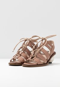 Mother of Pearl - SADIE - Sandály - natural tan - 4