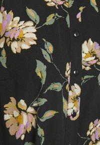 Pieces - PCGYLLIAN MIDI DRESS - Košilové šaty - black - 2
