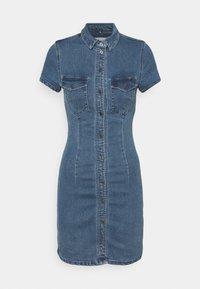 Noisy May Petite - NMJOY DRESS - Denimové šaty - medium blue denim - 0