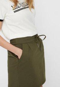 Vero Moda - VMEVA SHORT SKIRT NOOS - A-line skirt - ivy green - 3