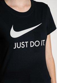 Nike Sportswear - W NSW TEE JDI SLIM - T-shirts med print - black/white - 4