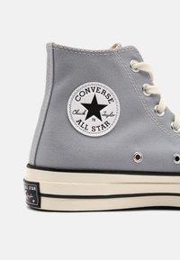 Converse - CHUCK 70 UNISEX - Sneakers alte - wolf grey/black/egret - 4