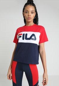 Fila - ALLISON - Print T-shirt - black iris/true red/bright white - 0
