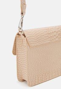 HVISK - CAYMAN POCKET - Across body bag - sand beige - 3
