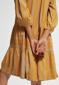 comma casual identity - Day dress - sand embroidery - 3