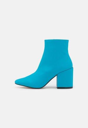 HOLLIS - Botines bajos - blue
