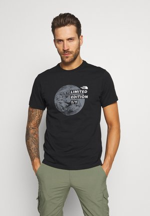 MENS GRAPHIC TEE - Print T-shirt - black/zinc grey
