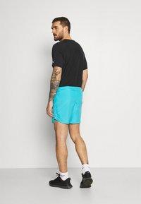 Nike Performance - CHALLENGER SHORT - Sports shorts - chlorine blue - 2