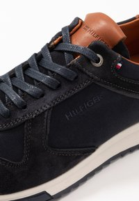 Tommy Hilfiger - RUNNER MIX - Trainers - blue - 5