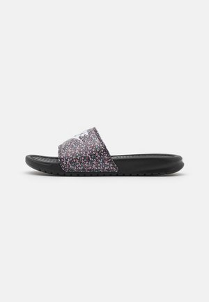 BENASSI JDI PRINT - Pantofle - black/white/light arctic pink/baltic blue/firewood orange/cucumber calm
