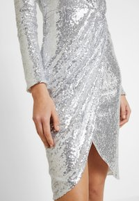 Nly by Nelly - PADDED SEQUIN DRESS - Cocktailkjoler / festkjoler - silver - 6
