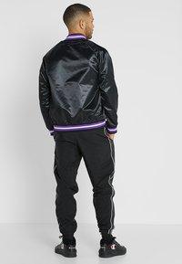 Mitchell & Ness - NBA TORONTO RAPTORS LIGHTWEIGHT JACKET - Club wear - black - 2